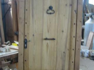 porte d'entrée en vieilles planches