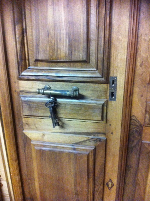 Porte d 39 entr e en noyer brignoles var la garde freinet aups for Isolation porte d entree ancienne